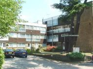 Studio apartment to rent in Stonegrove, Edgware, HA8