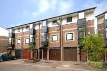Mews to rent in Barnfield Place...