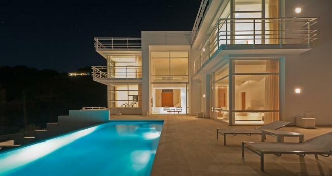 Villa and pool at ni