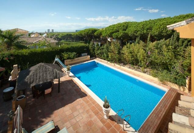 Swimming pool and vi