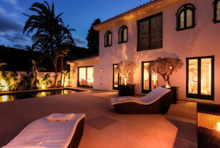 pool_area_by_night.j