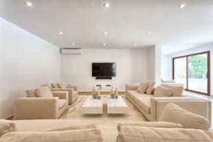 11 Living area.jpg