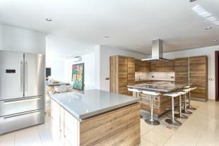 14 Kitchen.jpg