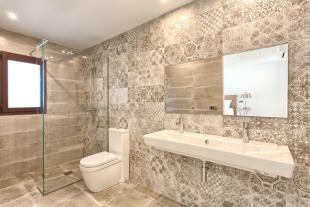 18 Bathroom.jpg