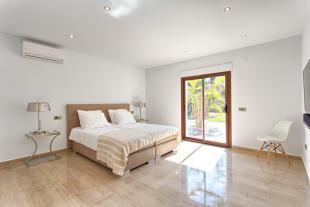 21 Bedroom.jpg