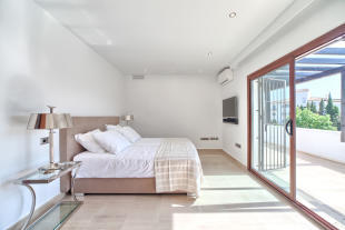 23 Bedroom.jpg