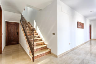 27 Hallway.jpg