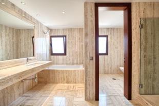 26 Bathroom.jpg