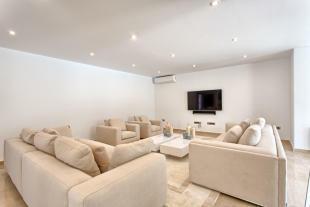 10 Living area.jpg