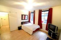 Studio flat in Hatherley Grove...
