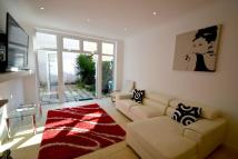 Town House to rent in PORCHESTER GARDENS...