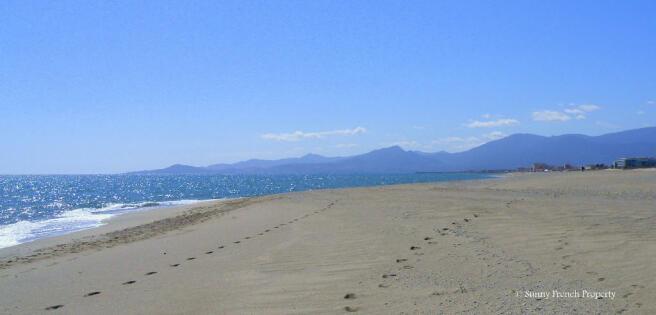 Le Barcares beach