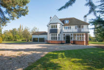 6 bedroom Detached property in Roydon, CM19