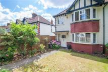 3 bedroom house in Avenue Gardens, London...