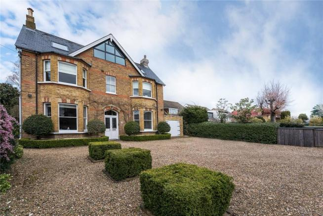 8 bedroom detached house for sale in st james 39 s road for Houses for sale hamptons