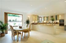 Detached property to rent in Gomer Place, Teddington...