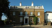 1 bed Apartment in Hampton Court Road...