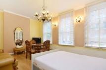 Studio flat to rent in Tavistock Place...