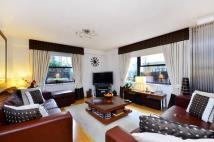 3 bed Flat in Newton Street...