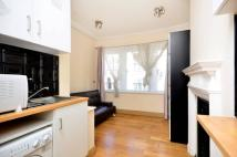 Studio flat to rent in The Strand, Temple, WC2R