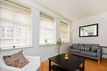 Flat to rent in Floral Street...