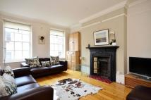 Flat to rent in Broad Court. WC2...