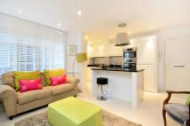 Flat to rent in Queen Square, Bloomsbury...
