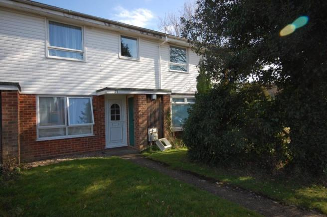 3 Bedroom Semi Detached House To Rent In Rushmead Close