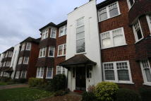 Ground Flat in Hainault Court...