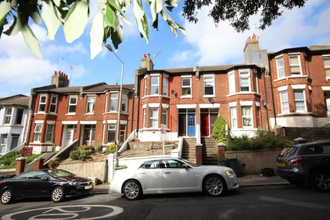 2 bedroom apartment to rent in bear road brighton bn2 bn2 for Room to rent brighton