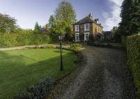 6 bedroom Detached house in Oaken Lanes, Codsall...