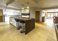5 bedroom Detached home for sale in Husphins Lane...