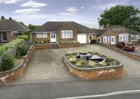 Detached Bungalow in Ascot Drive, Penn...