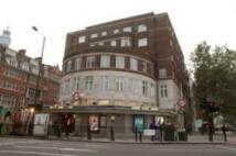 Studio flat in Warren Court...
