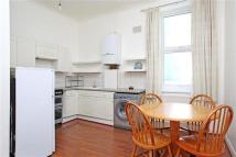 2 bedroom Flat in Crogsland Road...