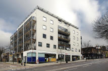 Flat to rent in Hill House...