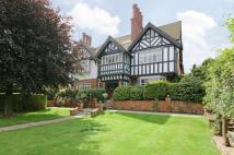 7 bedroom Detached house in Hillcrest Road, Ealing...