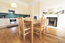 3 bedroom Flat in Acacia Road, Acton, W3