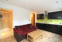 Studio flat to rent in Beechmount Avenue...