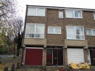 Town House to rent in Deena Close, West Acton...