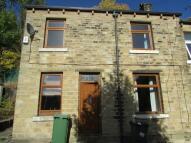 2 bedroom house in Longroyd Place, Paddock...