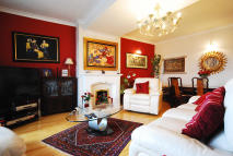4 bedroom Flat in Menelik Road, London, NW2