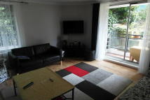 Flat to rent in Sumpter Close, London...