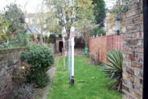 Studio flat in CLIFTON AVENUE, London...