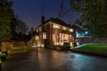 6 bed Detached house in West Heath Road
