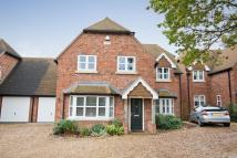 Link Detached House in Manor Lodge Road...