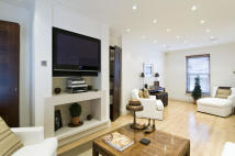 3 bed house in Kensington Court Place...