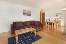 2 bedroom Apartment in Westferry Circus, London...