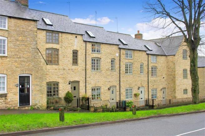 3 bedroom house for sale in london road chipping norton for Kitchens chipping norton