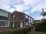 Flat to rent in Glenhurst Drive...